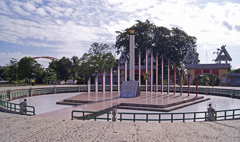 800px-Tugu_Sukarno_Palangkaraya